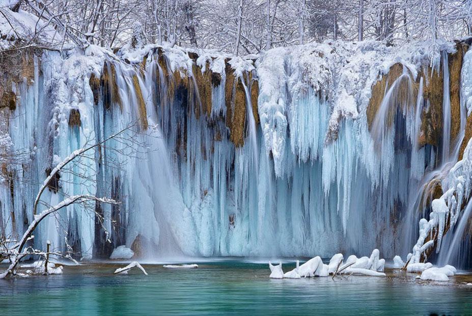 FrozenWaterfalls06_F.jpg