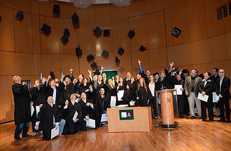 תמונת סיום. בוגרי מחזור 28 של תכנית Executive MBA  של רקנאטי בפקולטה למינהל עסקים של אוניברסיטת תל אביב