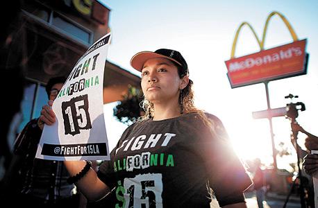 """מאבק עובדי המזון המהיר בארצות הברית. """"מהפכות קורות בפתאומיות. אם האי־שוויון יתרחב, לעשירים לא יהיה זמן לקפוץ על המטוס הפרטי ולטוס לניו זילנד"""""""