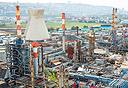 מפעלים של בתי הזיקוק בחיפה . צילום: טל שחר
