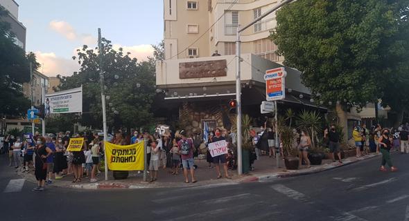 הפגנה נגד נתניהו בגבעתיים, הערב
