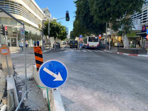 העבודות בדיזנגוף בצומת עם רחוב פרישמן. העסקים יאלצו להמתין עוד קצת