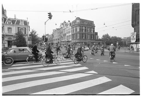 רוכבים באמסטרדם ברחוב הראשי, 1976: גם את בירת האופניים לא הקימו ביום אחד